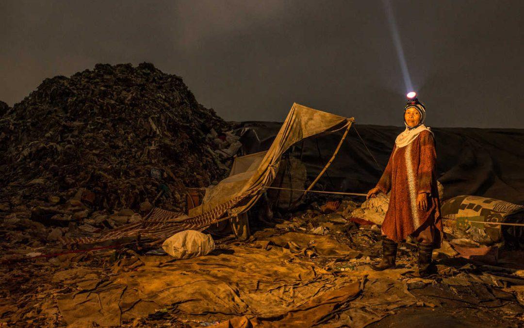 Vivere in una montagna di rifiuti indifferenziati nel 2020
